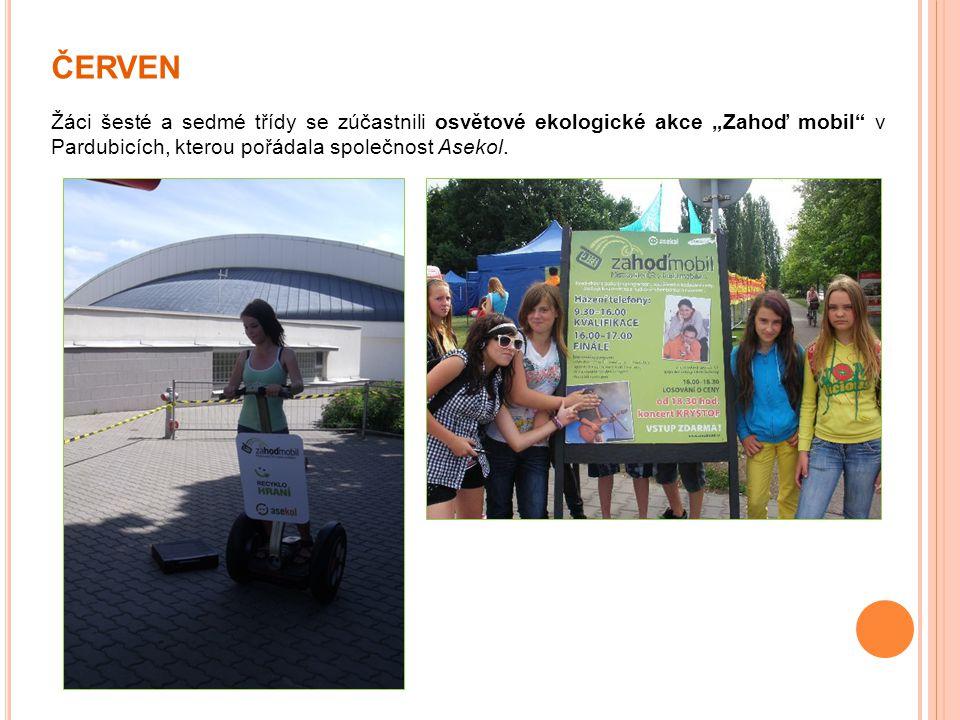 """ČERVEN Žáci šesté a sedmé třídy se zúčastnili osvětové ekologické akce """"Zahoď mobil"""" v Pardubicích, kterou pořádala společnost Asekol."""