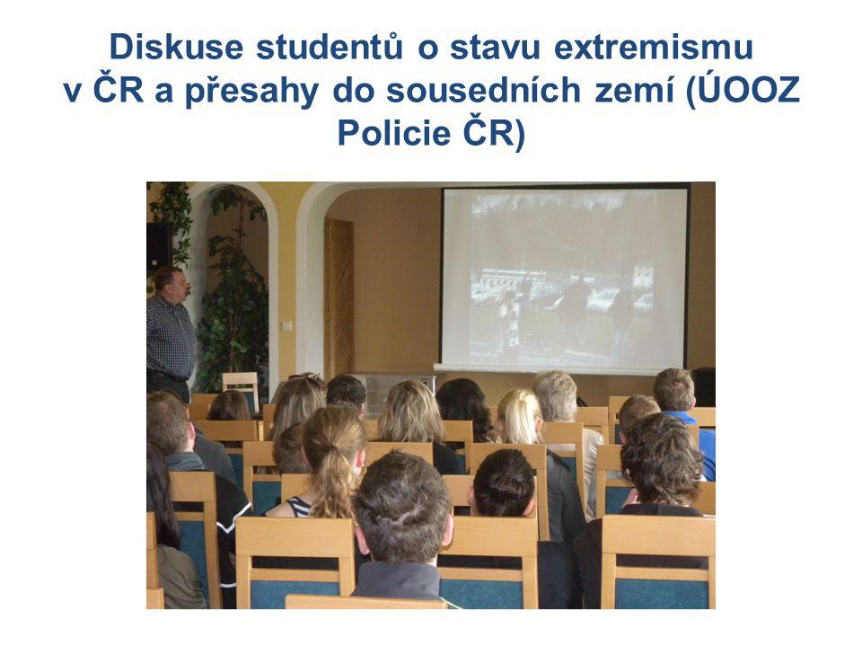 Diskuse studentů o stavu extremismu v ČR a přesahy do sousedních zemí (ÚOOZ Policie ČR)