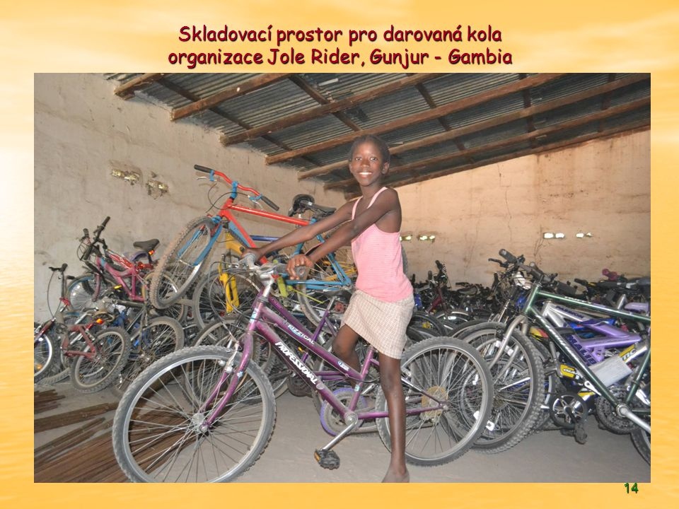 14 Skladovací prostor pro darovaná kola organizace Jole Rider, Gunjur - Gambia
