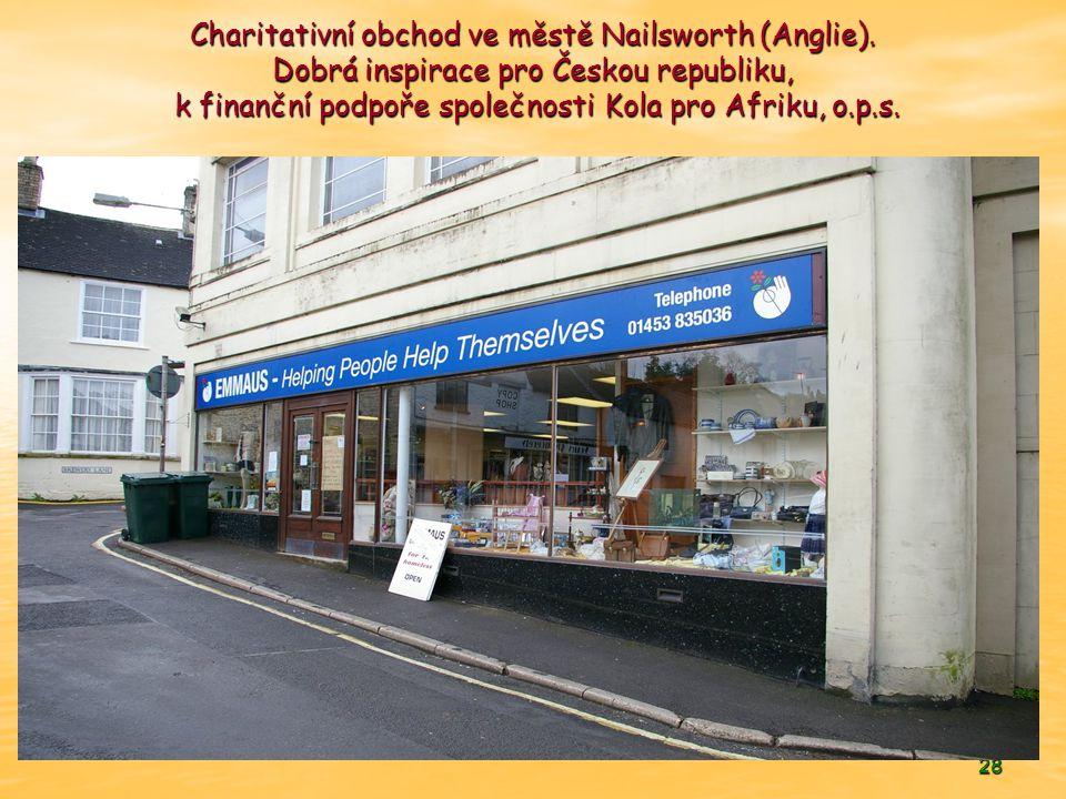 28 Charitativní obchod ve městě Nailsworth (Anglie).