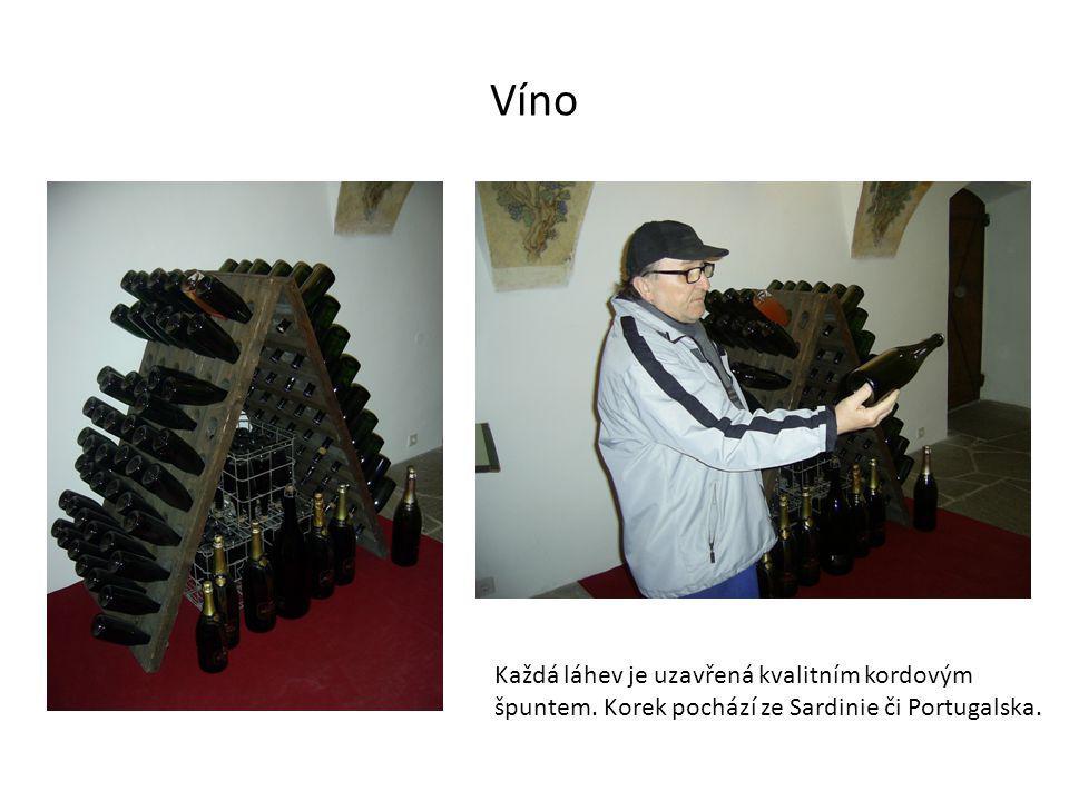 Víno Každá láhev je uzavřená kvalitním kordovým špuntem. Korek pochází ze Sardinie či Portugalska.