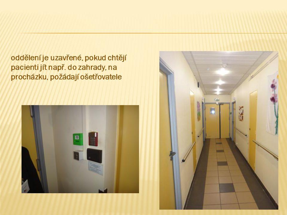 oddělení je uzavřené, pokud chtějí pacienti jít např.
