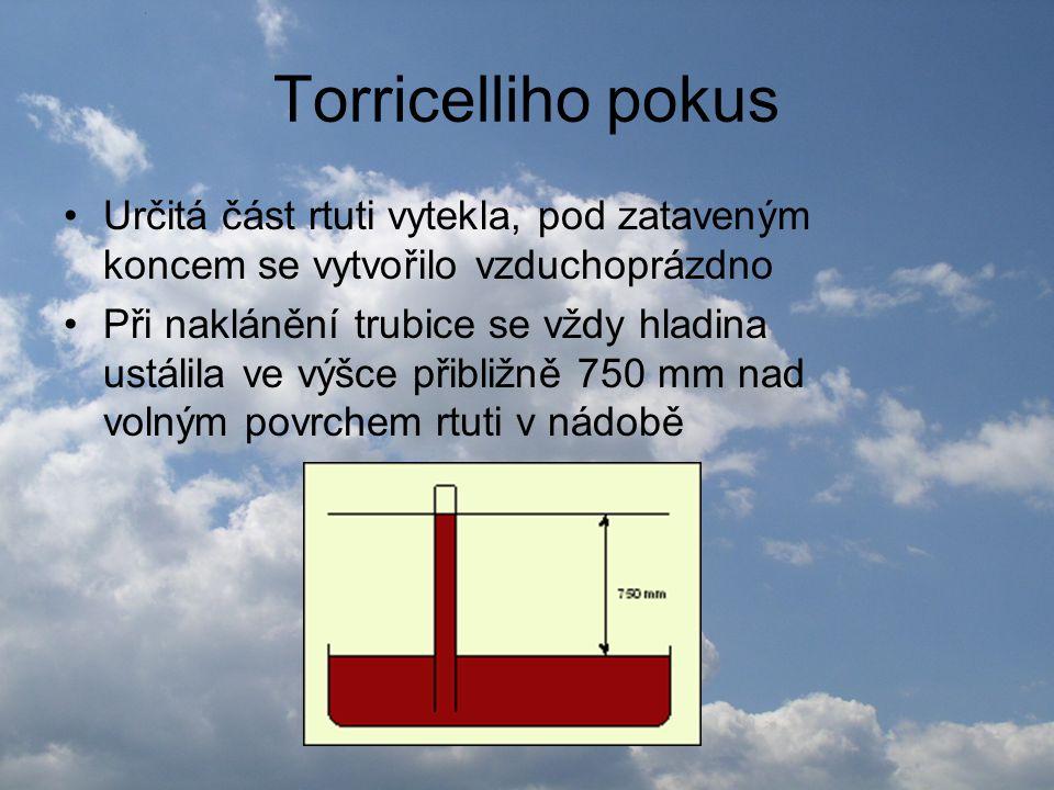 Torricelliho pokus •Určitá část rtuti vytekla, pod zataveným koncem se vytvořilo vzduchoprázdno •Při naklánění trubice se vždy hladina ustálila ve výš