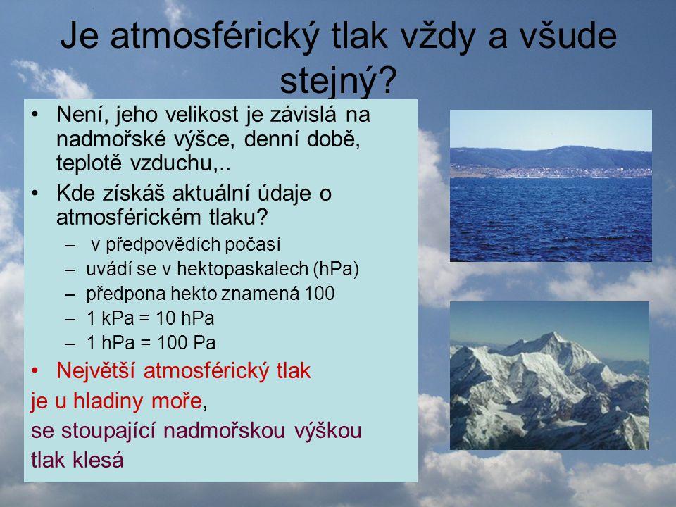 Atmosférický tlak ve výškách •Nad vysokým pohořím je tloušťka atmosféry menší než v nížinách •Je zde i nižší tlak vzduchu •Horolezci vědí, že ve výškách od 3 000 m se hůře dýchá ( do plic se při nižším tlaku vzduchu dostane méně kyslíku) •Při výstupu nad 6 000 m je dobré mít kyslíkový přístroj