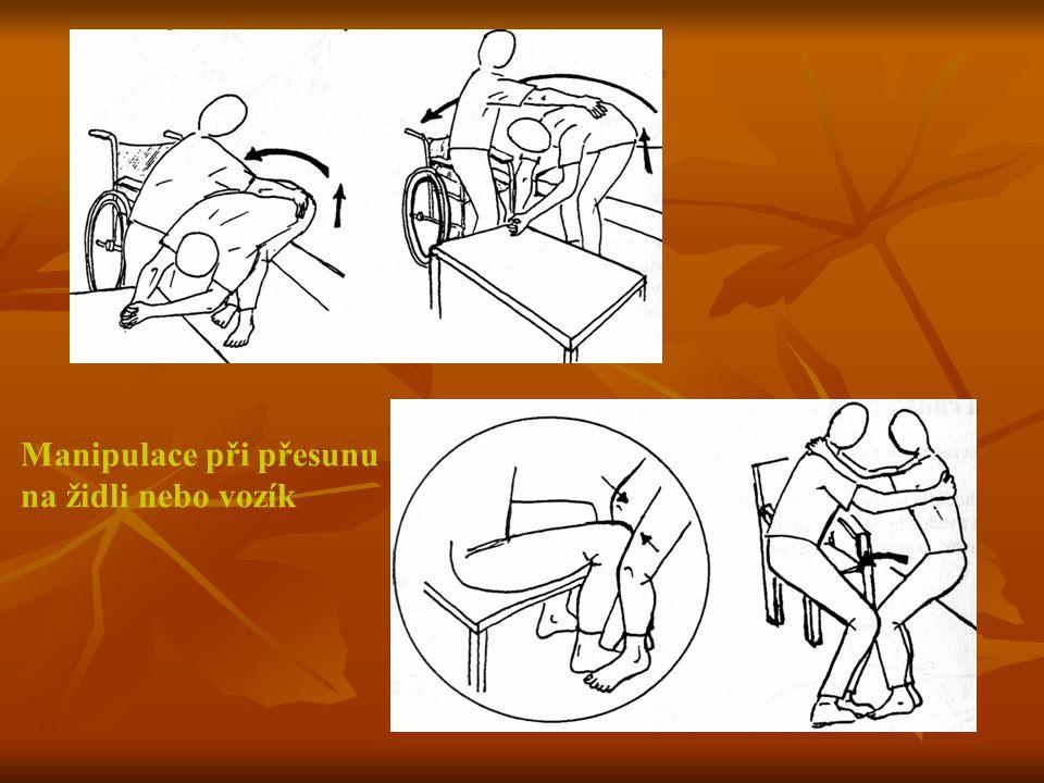 Manipulace při přesunu na židli nebo vozík