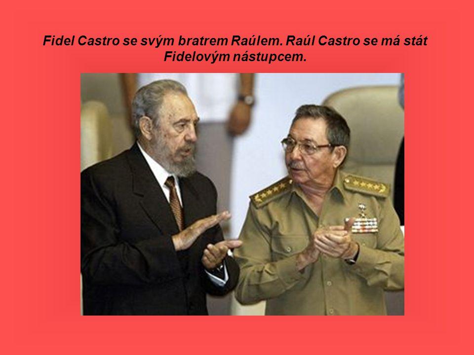 Fidel Castro se svým bratrem Raúlem. Raúl Castro se má stát Fidelovým nástupcem.