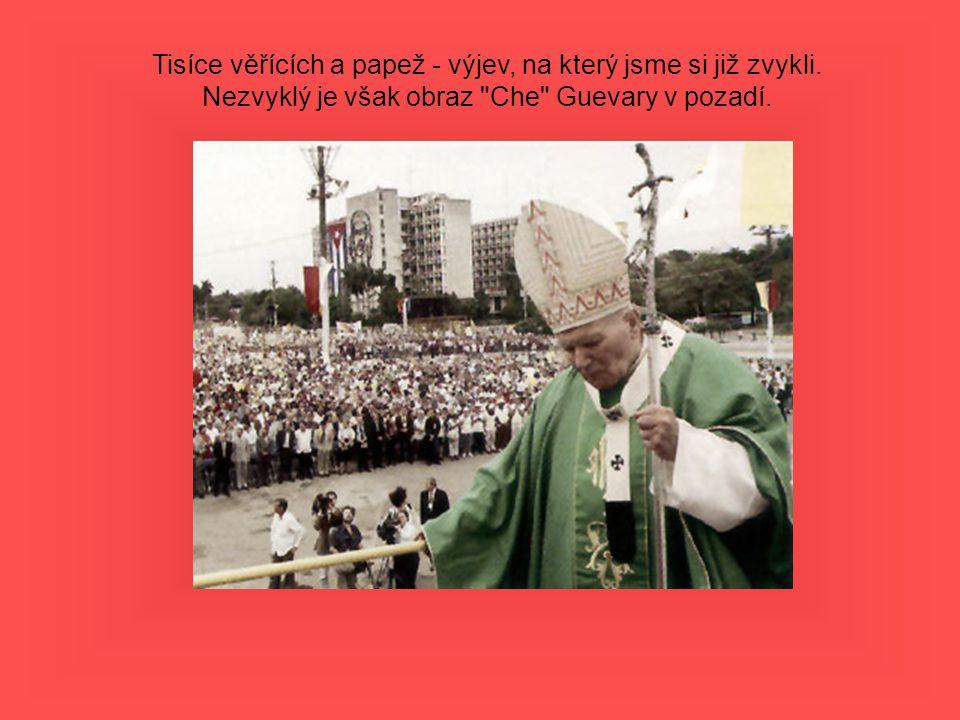 Tisíce věřících a papež - výjev, na který jsme si již zvykli. Nezvyklý je však obraz