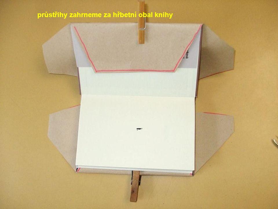 průstřihy zahrneme za hřbetní obal knihy