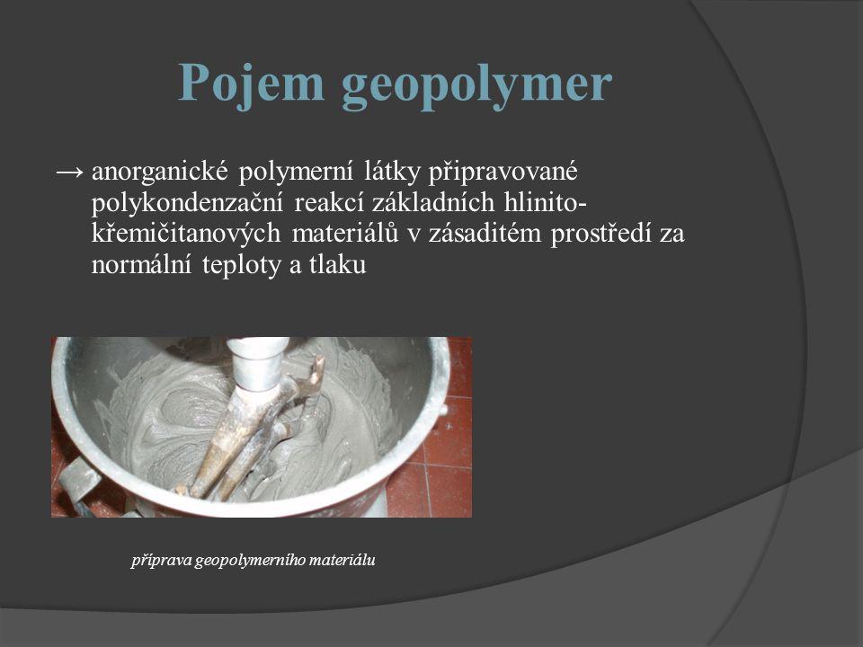 Pojem geopolymer → anorganické polymerní látky připravované polykondenzační reakcí základních hlinito- křemičitanových materiálů v zásaditém prostředí