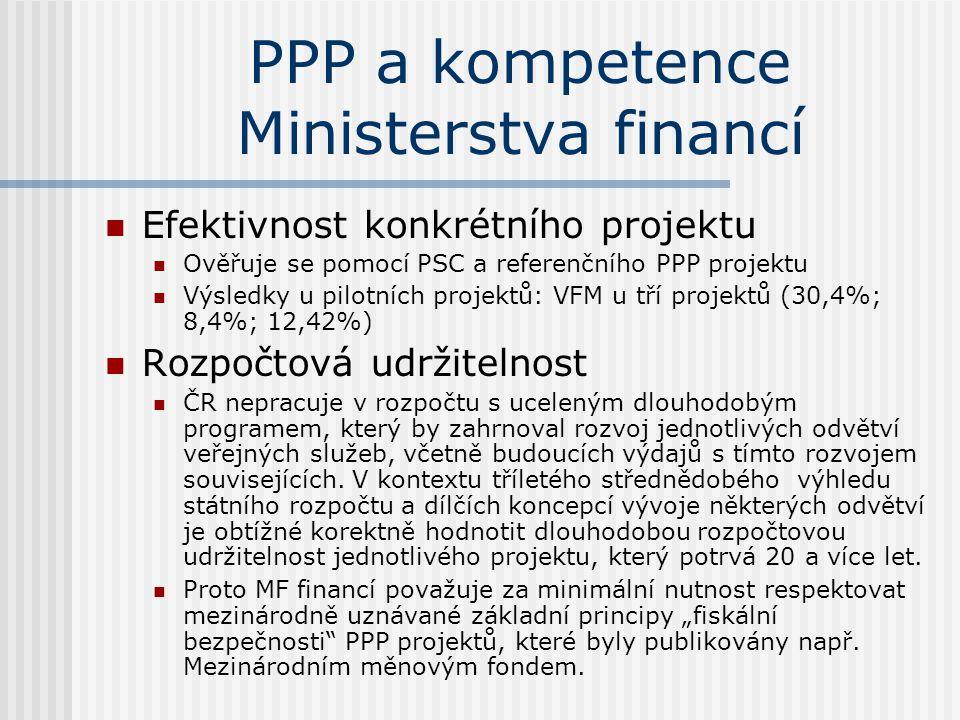 PPP a kompetence Ministerstva financí  Efektivnost konkrétního projektu  Ověřuje se pomocí PSC a referenčního PPP projektu  Výsledky u pilotních projektů: VFM u tří projektů (30,4%; 8,4%; 12,42%)  Rozpočtová udržitelnost  ČR nepracuje v rozpočtu s uceleným dlouhodobým programem, který by zahrnoval rozvoj jednotlivých odvětví veřejných služeb, včetně budoucích výdajů s tímto rozvojem souvisejících.