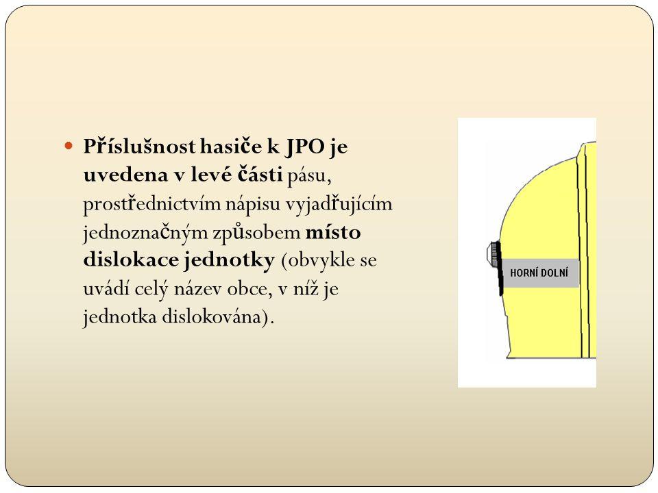  V pravé č ásti pásu je uvedeno celé p ř íjmení hasi č e a první písmeno jeho jména, za kterým je te č ka.