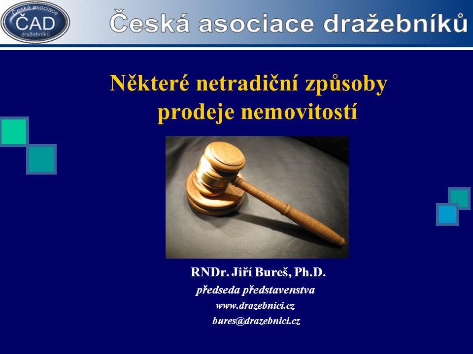 Některé netradiční způsoby prodeje nemovitostí RNDr. Jiří Bureš, Ph.D. předseda představenstva www.drazebnici.cz bures@drazebnici.cz