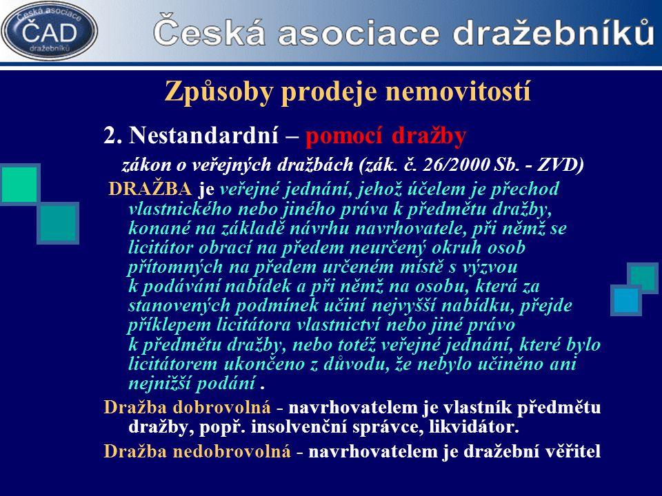 Způsoby prodeje nemovitostí 2. Nestandardní – pomocí dražby zákon o veřejných dražbách (zák. č. 26/2000 Sb. - ZVD) DRAŽBA je veřejné jednání, jehož úč