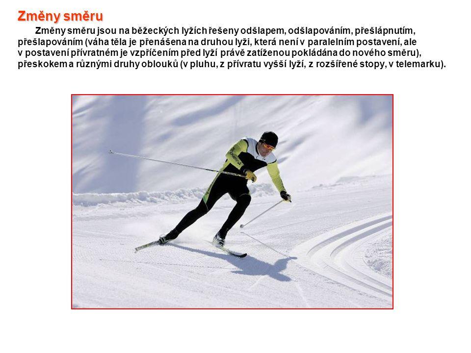 Změny směru Změny směru Změny směru jsou na běžeckých lyžích řešeny odšlapem, odšlapováním, přešlápnutím, přešlapováním (váha těla je přenášena na dru