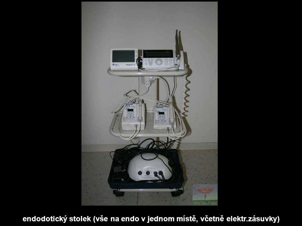 endodotický stolek (vše na endo v jednom místě, včetně elektr.zásuvky)