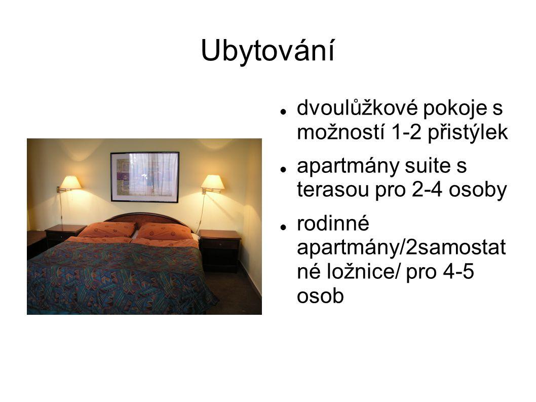 Ubytování  dvoulůžkové pokoje s možností 1-2 přistýlek  apartmány suite s terasou pro 2-4 osoby  rodinné apartmány/2samostat né ložnice/ pro 4-5 osob