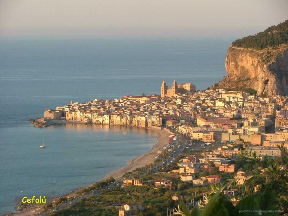 Cefalù je město v provincii Palermo. Město se nachází na severním pobřeží Sicílie, na úpatí hory Rocca di Cefalù na pobřeží moře. Navzdory své velikos