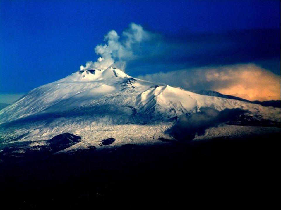 Etna je nejvyšší činná sopka a druhá nejmohutnější sopka v Evropě. Nachází se v na východním pobřeží ostrova Sicílie, nedaleko měst Messina a Catania.
