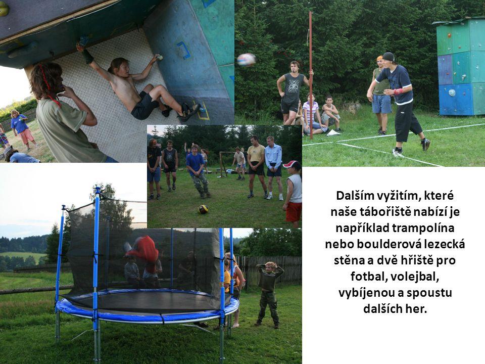 Dalším vyžitím, které naše tábořiště nabízí je například trampolína nebo boulderová lezecká stěna a dvě hřiště pro fotbal, volejbal, vybíjenou a spous