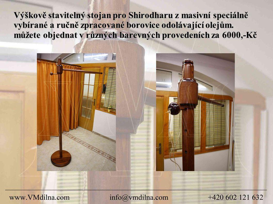 Výškově stavitelný stojan pro Shirodharu z masivní speciálně vybírané a ručně zpracované borovice odolávající olejům.