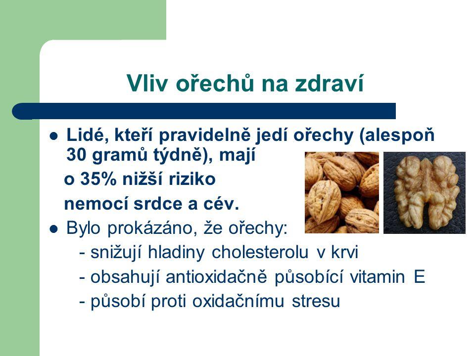 Vliv ořechů na zdraví  Lidé, kteří pravidelně jedí ořechy (alespoň 30 gramů týdně), mají o 35% nižší riziko nemocí srdce a cév.