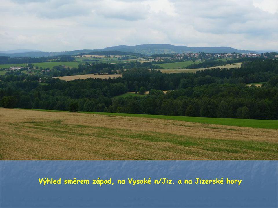 Na severním obzoru - hřeben krkonošských hor.