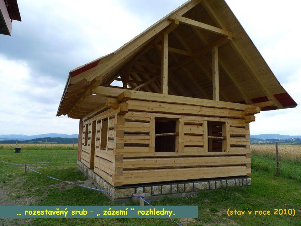 """Najít nedaleko Vysokého n/Jiz. rozhlednu """"U borovice"""" není problém. Je z daleka vidět na holém mírném kopci směrem na Semily. (r. 2010)"""