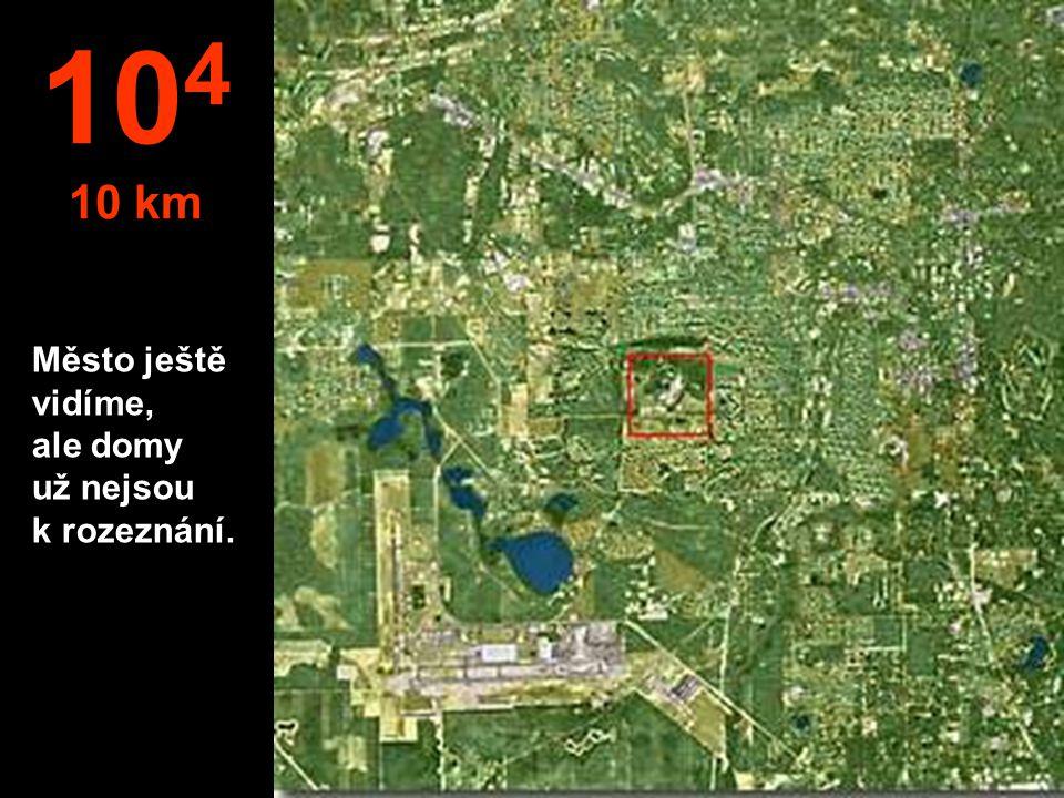 Město ještě vidíme, ale domy už nejsou k rozeznání. 10 4 10 km