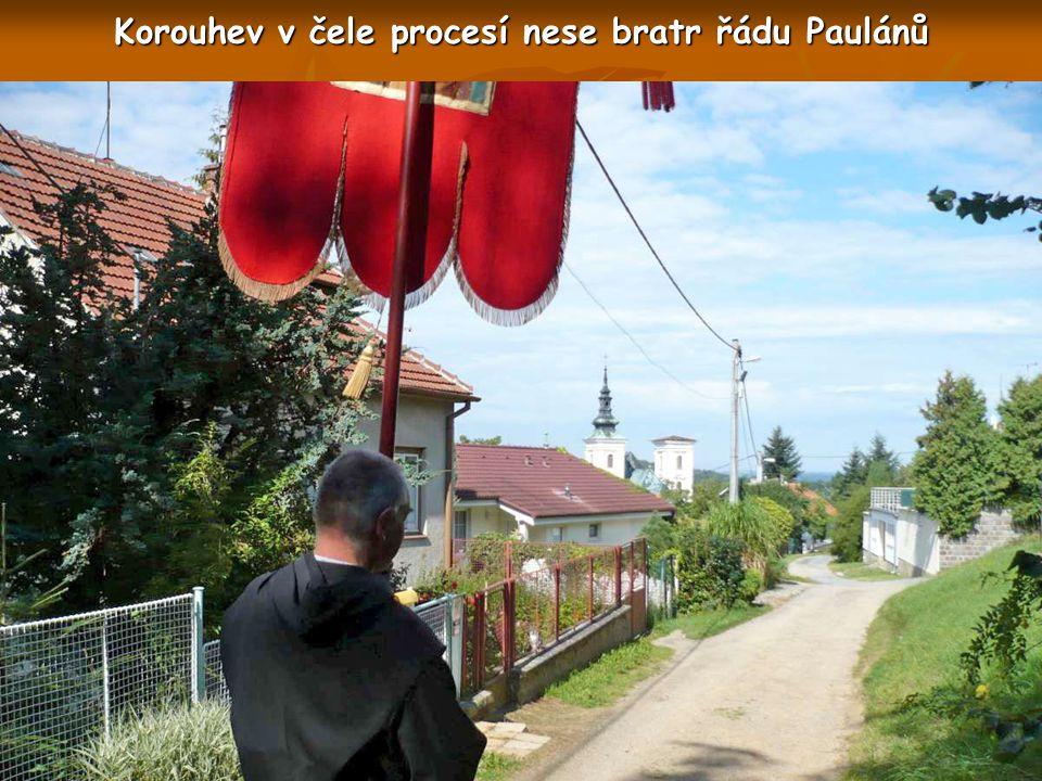 U kapličky sv. Jána se formuje čelo procesí