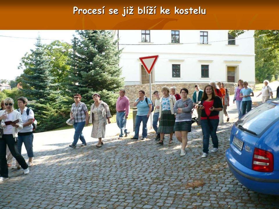 Procesí odchází od Kapličky sv. Jána