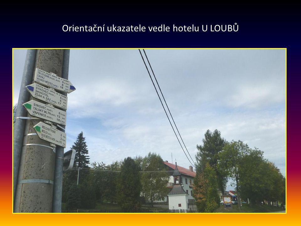 Zajímavá ZVONICE se svatým křížem v blízkosti hotelu u Loubů