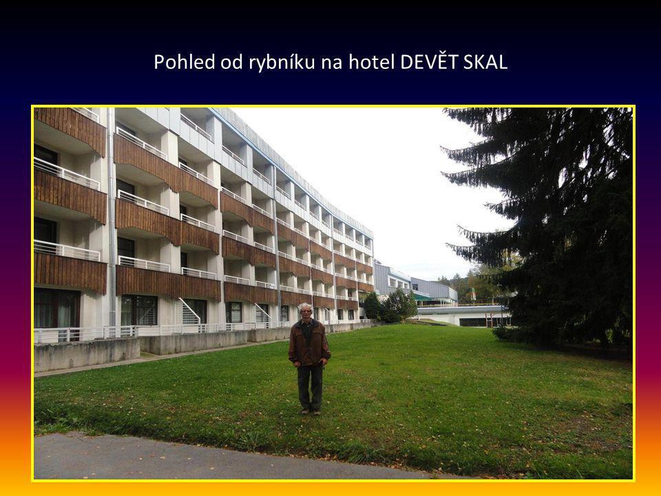 Příjezd do Milov, prohlídka okolí a hotelu DEVĚT SKAL