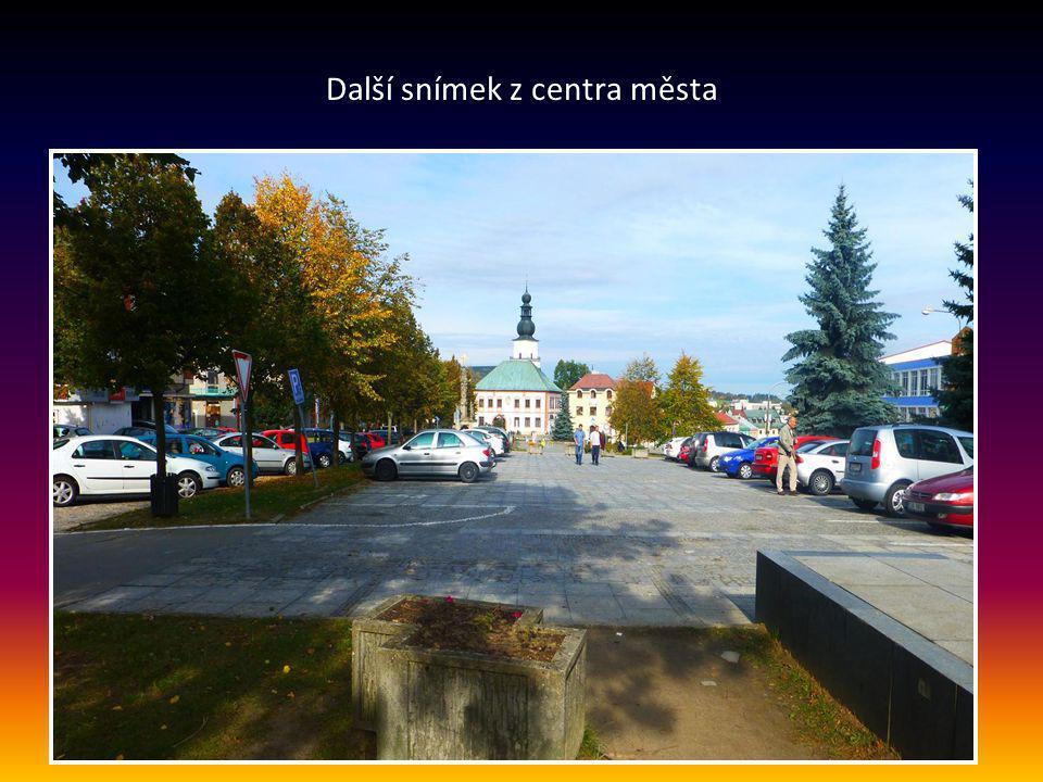 Pohled na náměstí – centrum město Žďár nad Sázavou má 22 000 obyvatel, nadmořská v ýška je 580 m