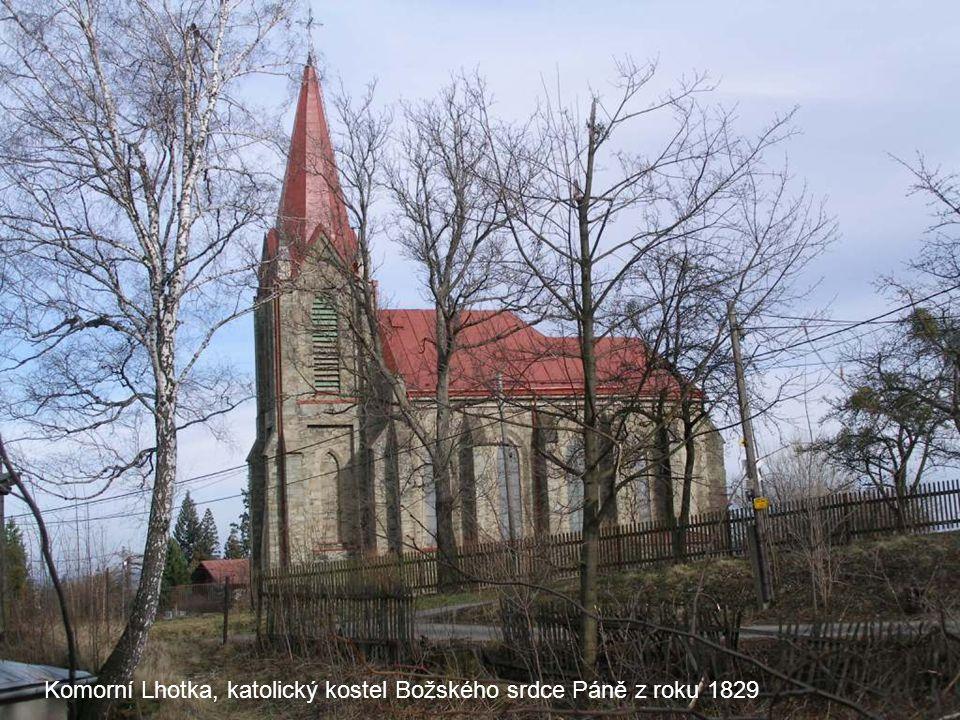 Komorní Lhotka, katolický kostel Božského srdce Páně z roku 1829
