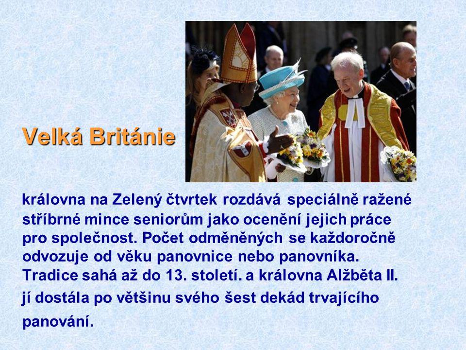 VelkáBritánie Velká Británie královna na Zelený čtvrtek rozdává speciálně ražené stříbrné mince seniorům jako ocenění jejich práce pro společnost.