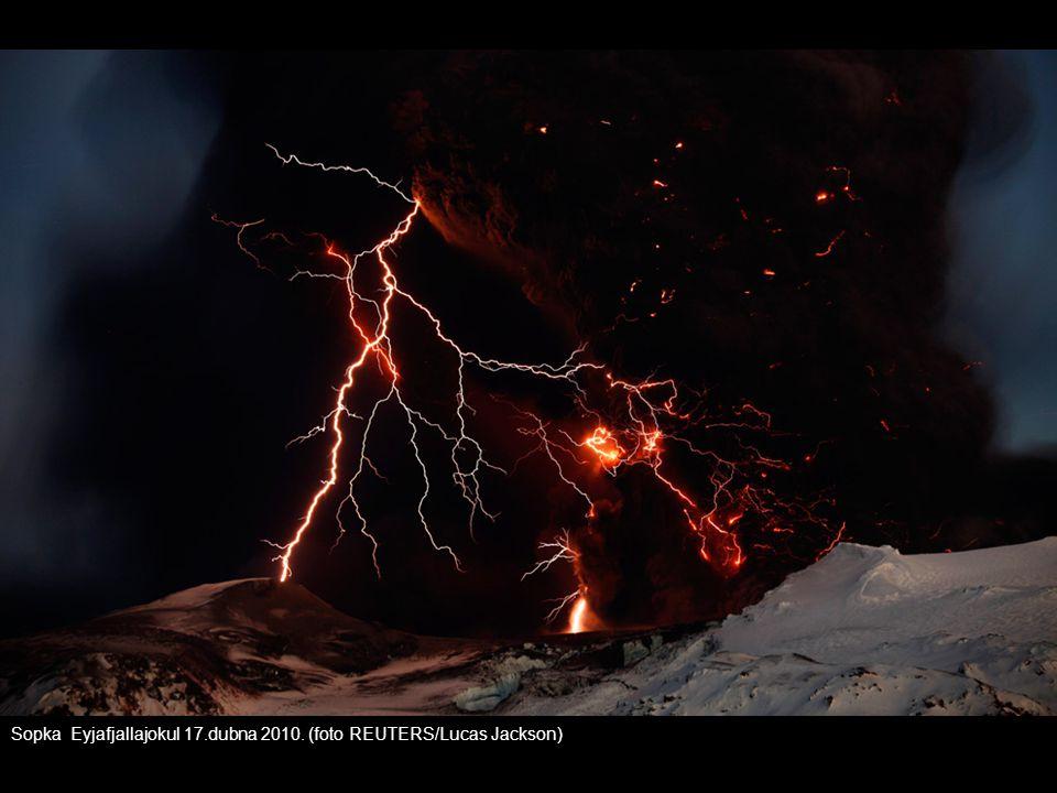 Sopka Eyjafjallajokul 17.dubna 2010. (foto REUTERS/Lucas Jackson)