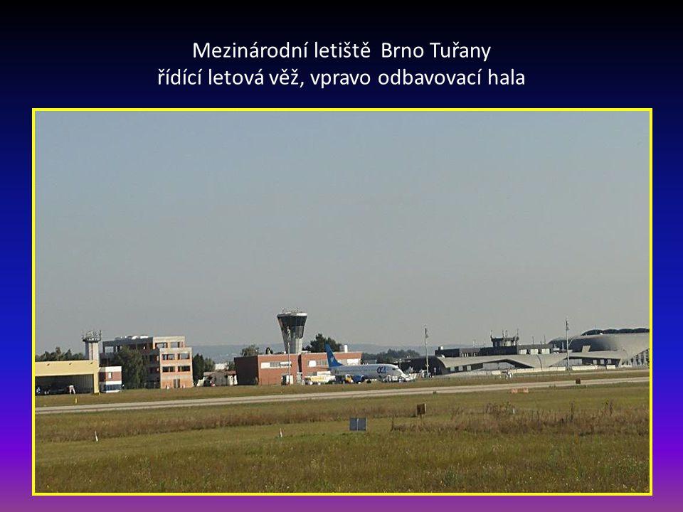 Vyhlídkový let Vladimíra s pilotem PETREM-stojící vlevo