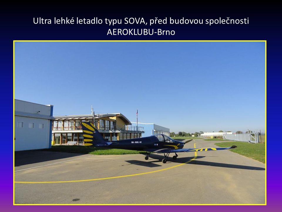 Ultra lehké letadlo typu SOVA, před budovou společnosti AEROKLUBU-Brno