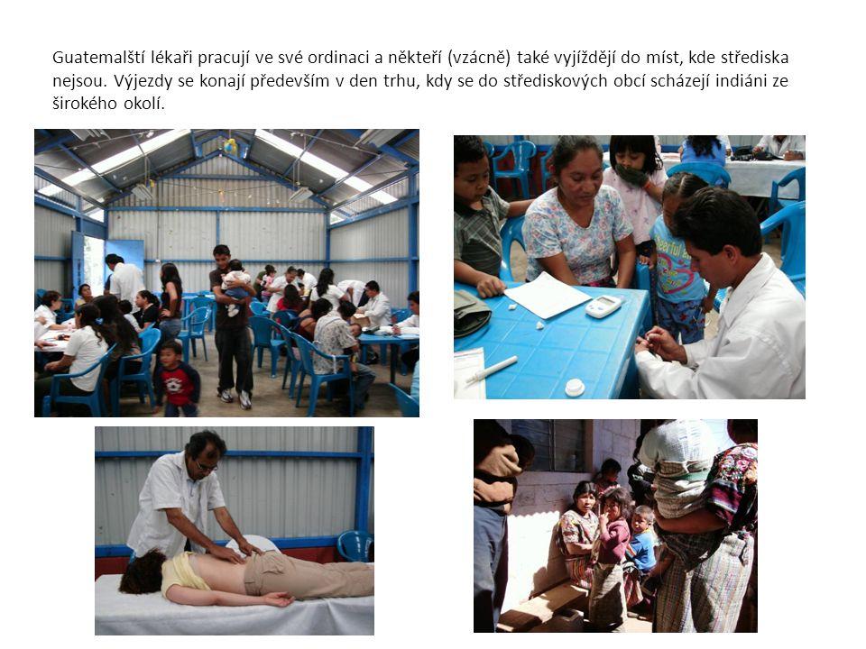 Guatemalští lékaři pracují ve své ordinaci a někteří (vzácně) také vyjíždějí do míst, kde střediska nejsou. Výjezdy se konají především v den trhu, kd