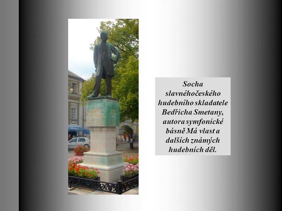 Socha slavnéhočeského hudebního skladatele Bedřicha Smetany, autora symfonické básně Má vlast a dalších známých hudebních děl.