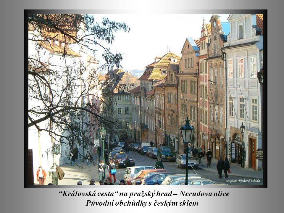Královská cesta na pražský hrad – Nerudova ulice Původní obchůdky s českým sklem