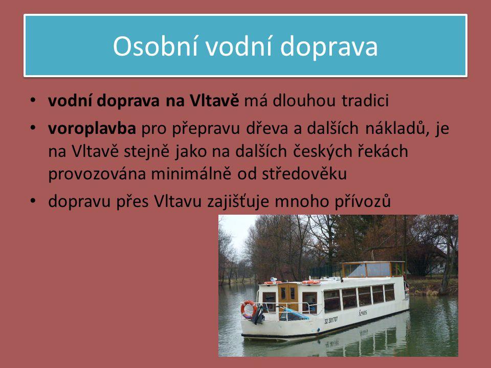 Osobní vodní doprava • vodní doprava na Vltavě má dlouhou tradici • voroplavba pro přepravu dřeva a dalších nákladů, je na Vltavě stejně jako na další