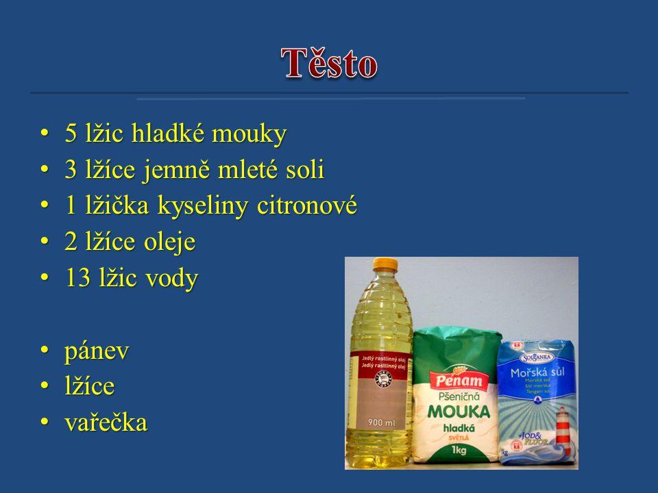 • 5 lžic hladké mouky • 3 lžíce jemně mleté soli • 1 lžička kyseliny citronové • 2 lžíce oleje • 13 lžic vody • pánev • lžíce • vařečka