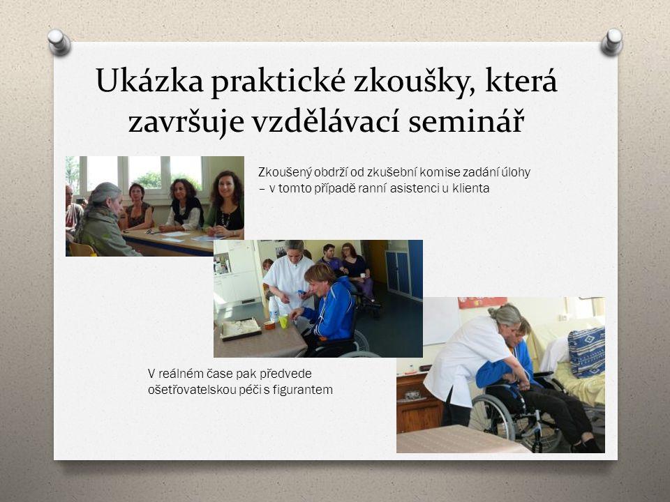 Ukázka praktické zkoušky, která završuje vzdělávací seminář Zkoušený obdrží od zkušební komise zadání úlohy – v tomto případě ranní asistenci u klient