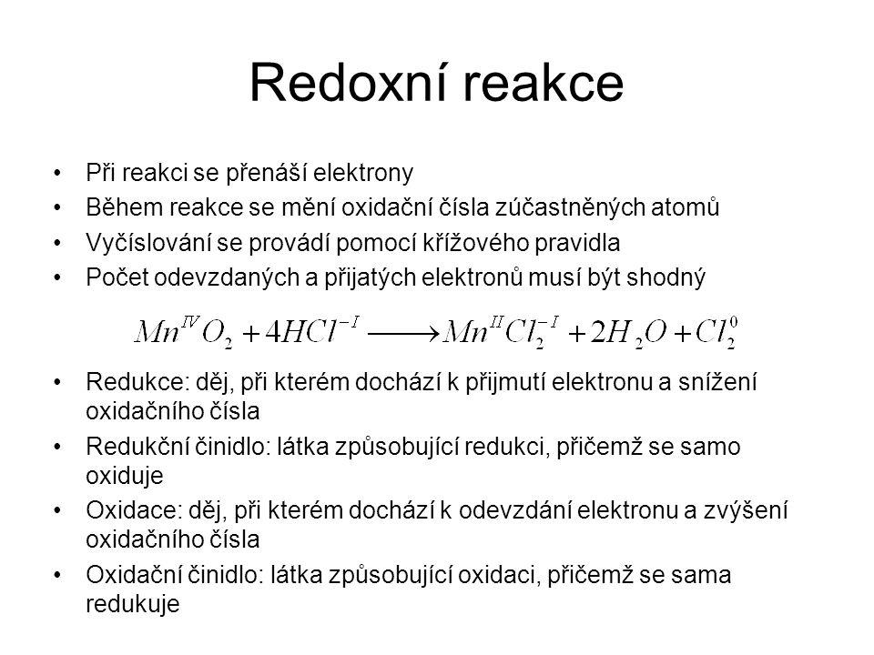 Redoxní reakce •Při reakci se přenáší elektrony •Během reakce se mění oxidační čísla zúčastněných atomů •Vyčíslování se provádí pomocí křížového pravi