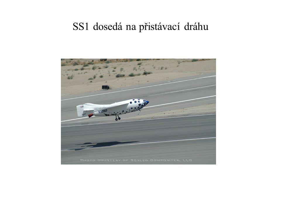 SS1 dosedá na přistávací dráhu