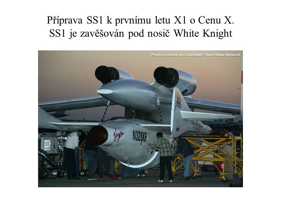Příprava SS1 k prvnímu letu X1 o Cenu X. SS1 je zavěšován pod nosič White Knight
