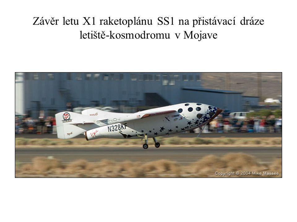 Závěr letu X1 raketoplánu SS1 na přistávací dráze letiště-kosmodromu v Mojave