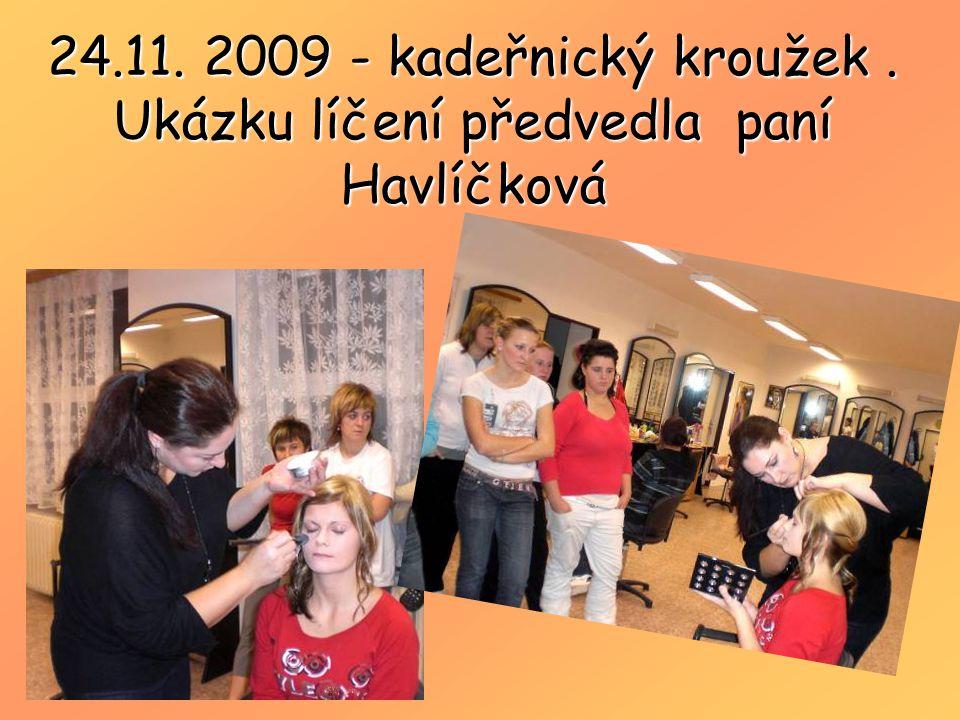 24.11. 2009 - kadeřnický kroužek. Ukázku líčení předvedla paní Havlíčková