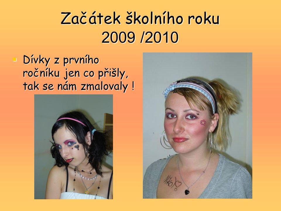 Začátek školního roku 2009 /2010  Dívky z prvního ročníku jen co přišly, tak se nám zmalovaly !